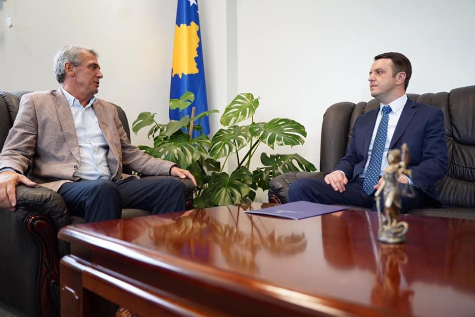 Kryetari Shala, priti në takim ministrin Selimi